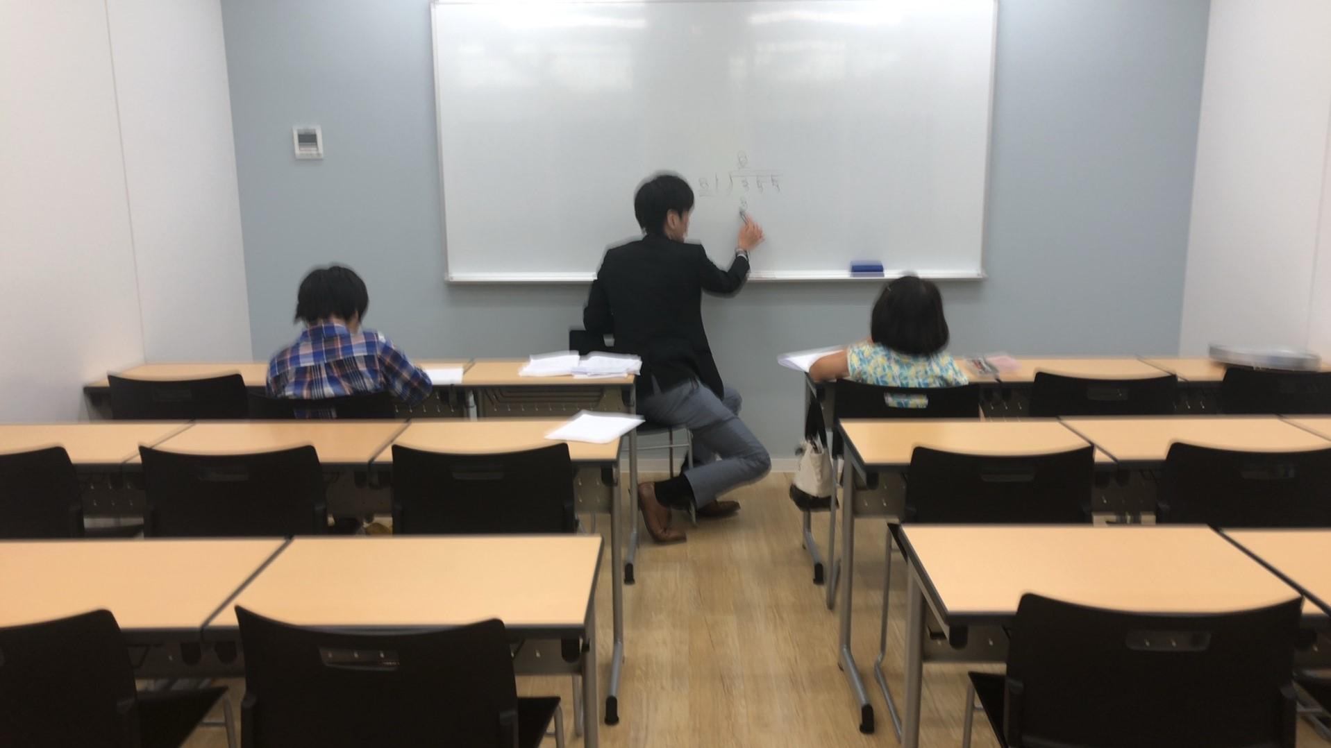 勉強教えている風景①.JPG